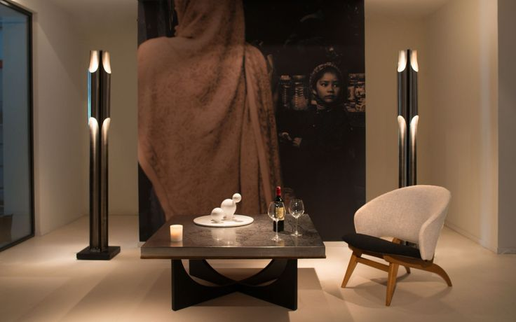 Ambiance Touch of DEsign  Fauteuils danois- table basse H. kelbeck-sculpture E. Babled -Lampes Charles
