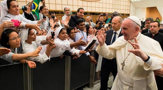 La oración del Papa Francisco a San José en el Día del Trabajo  01/05/2017 - 07:02 am .- El Papa Francisco dedicó una breve oración a San José Obrero este 1 de mayo a través de su cuenta de Twitter, en la que pidió al Santo Custodio que los jóvenes tengan la capacidad de soñar.