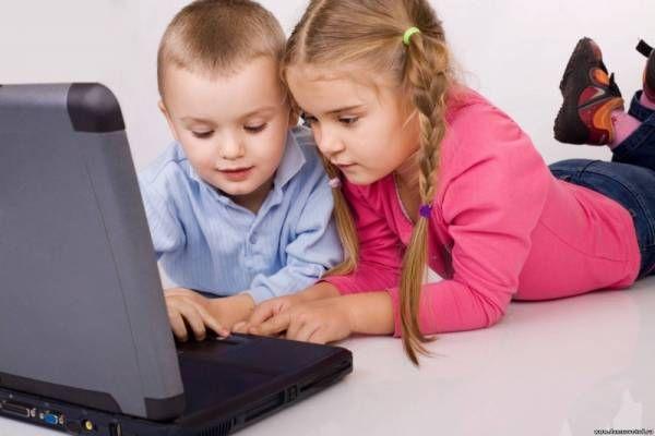 Χωρίς καμία διάθεση για «τρομοκρατία» ή εύκολες και μη εφαρμόσιμες οδηγίες, βρήκα ότι αξίζει τον κόπο να μεταφέρω κάποια στοιχεία από πρόσφατες έρευνες για τη χρήση των ηλεκτρονικών οθονών και τα παιδιά μας.