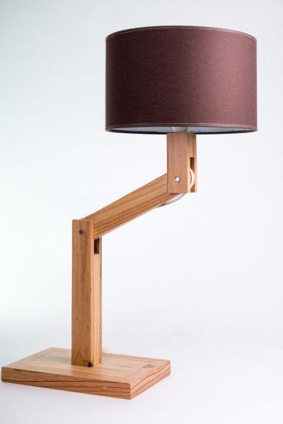 Lampe en bois de palette par tp2415 - L'idée de voir partir un arbre à la déchetterie me dérange au plus haut point. Alors de temps en temps, je reconverti des palettes en autre chose. Ici une petite lampe de bureau.