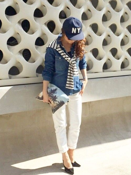 ホワイトパンツと合わせて若々しさと清潔感を出して♡可愛くアクティブなキャップのコーデ☆スタイル・ファッションの参考に♪