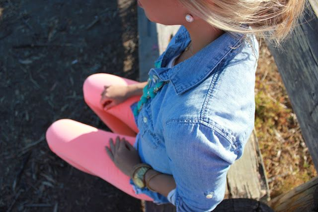 denim and pink. i need a denim shirt so bad!: Colors Pants, Jeans Shirts, Jeans Jackets, Cute Outfits, Pink Pants, Denim Shirts, Pearls Earrings, Pink Jeans, Oxfords Shirts