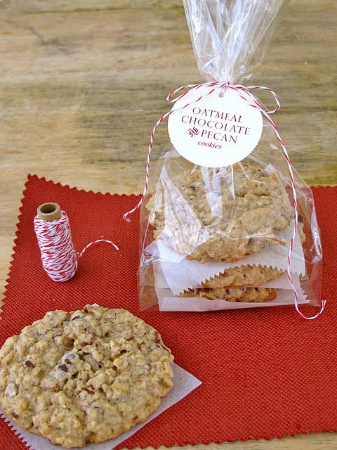 Hand-out gift. Oatmeal, Chocolate & Pecan Cookies. Attach calling card instead of this label
