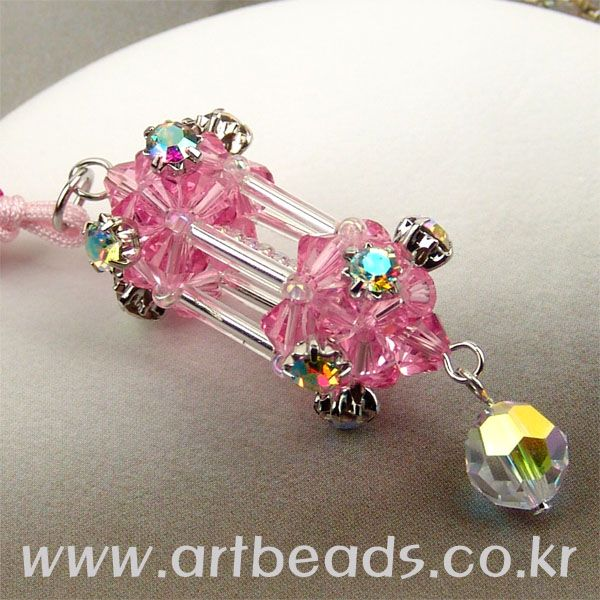 This is a cubic lamp/lantern charm.  The instructions are also found at the website listed in the photo and will follow.