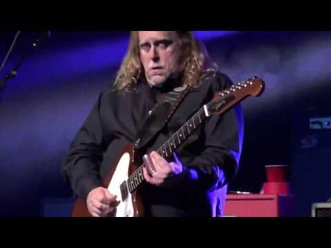 """Watch Gov't Mule Go Old School with """"Lay Your Burden Down > Smokestack Lightning"""" in Lake Tahoe - Jam Buzz"""