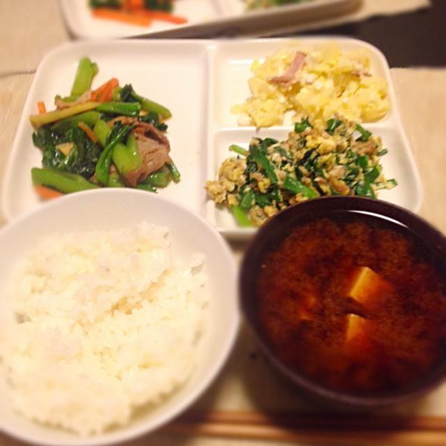 エリンギではなく、ツルムラサキでした。 - 2件のもぐもぐ - エリンギとまこもだけの炒め物、ニラ玉、ポテトサラダ、豆腐と里芋の味噌汁 by izuchi