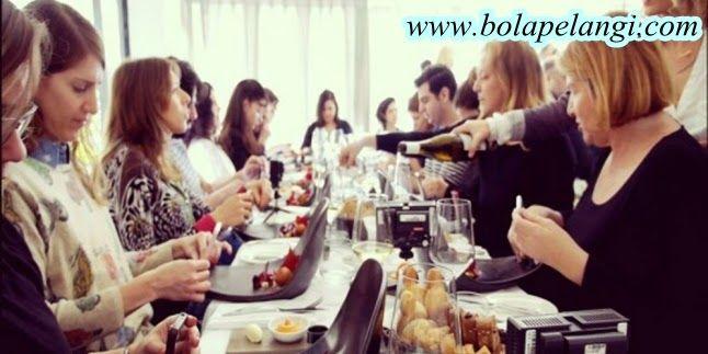 Bolapelangi News: Restoran Ini Sediakan Piring Khusus Selfie Makanan...