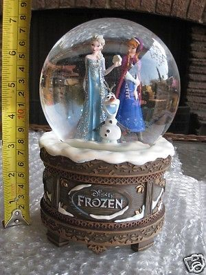 "Frozen Snow Globe | DISNEY ""FROZEN"" MUSICAL WIND UP SNOW GLOBE WITH PRINCESSES ANNA, ELSA ..."