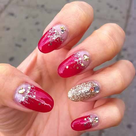 sparkle in red nail art design