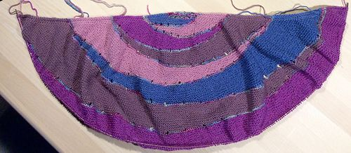 """After frogging """"Juleoptrinet"""" an advent-Knit Along I started this amazing shawl from Stephen West. I'm adding 2 reports because my gauge doesn't fit."""