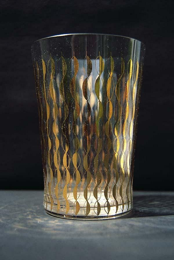 Goblet with golden abstract decoration, 12,3 cm, 1959