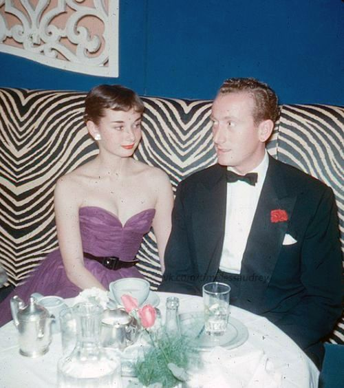 Audrey Hepburn at the El Morocco Nightclub with her fiance in the 1950s Dressing Vintage
