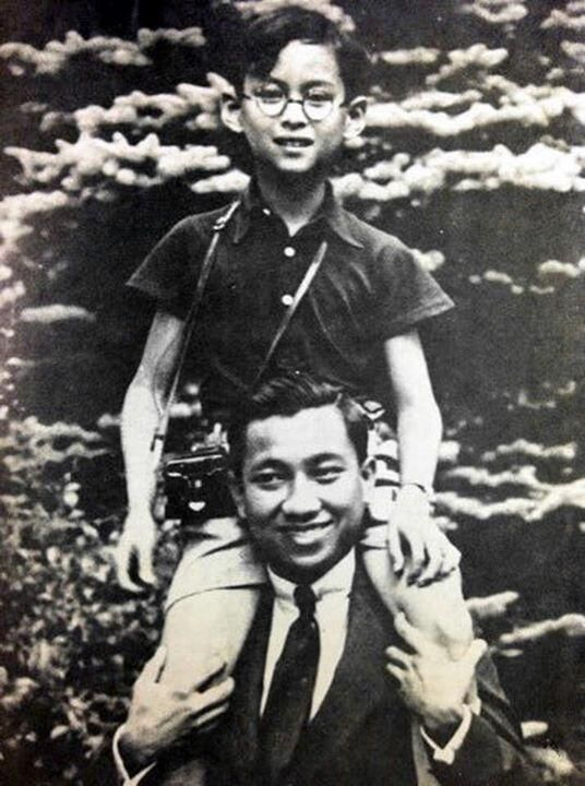 {King Bhumibol Adulyadej of Thailand} (with the Air Force Admiral Harin Hongsakula, the friend of the family.)