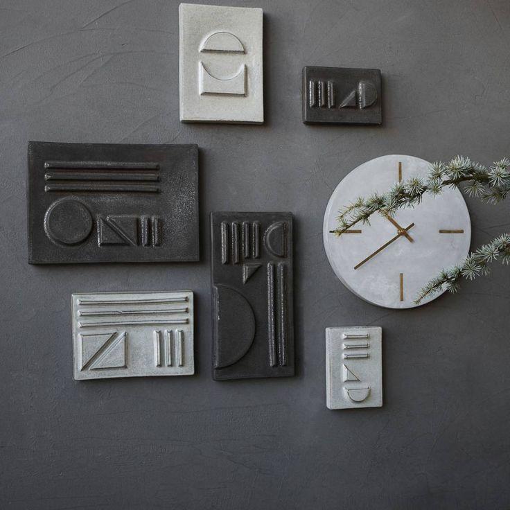 Zeer fraaie aardewerken House Doctor wanddecoratie Relief Geometric in bijzondere fraaie vormen en kleurschakeringen.