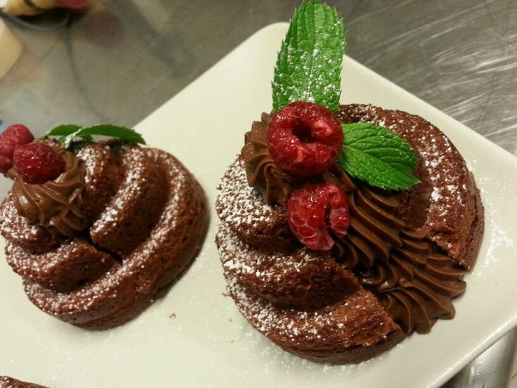 Mini Red Velvet con ganasce al cioccolato fondente lamponi e menta