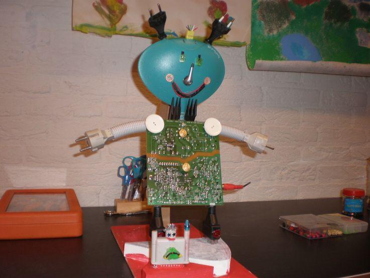 Apparatenkunst, gemaakt door kinderen van SKA-bso Ondersteboven