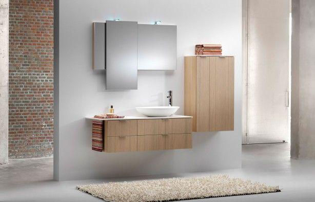 Badkamermeubel met verschuifbare spiegel. De vericale spiegel van deze badkamermeubelcombinatie kan via een rails over de gehele breedte van de horizontale spiegel schuiven. Dedecker