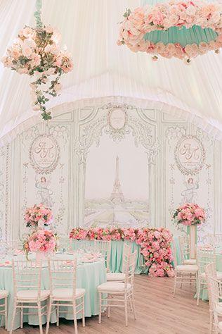 Свадьба в стиле французского кондитерского дома Ladurée, стол молодожен