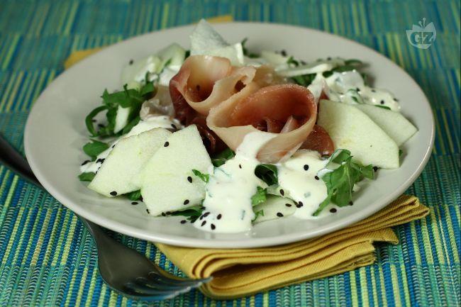 Ricetta Carpaccio di spada affumicato con insalata di mele e rucola - Le Ricette di GialloZafferano.it