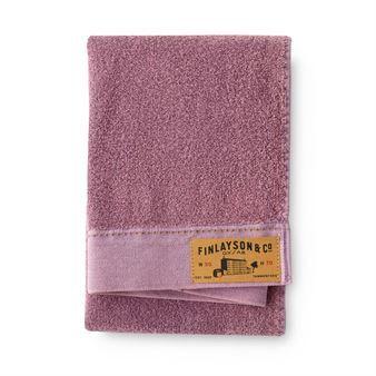 Reno håndkle fra det finske varemerket Finlayson er produsert i steinvasket bomull og er inspirert av den hverdagslige jeansen. Håndklærne kommer i en myk fargeskala som gir en harmonisk følelse på ditt baderom. Kombiner gjerne med håndklær fra samme serie.