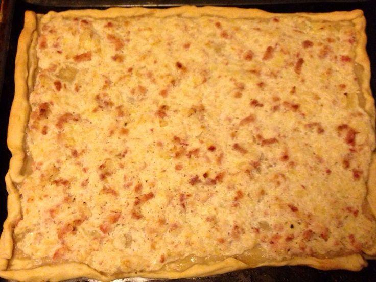 J avais envie d une tarte flambée Alsacienne mais je trouvais pas la recette qui me convenait Du coup je suis tombée sur cette recette que...
