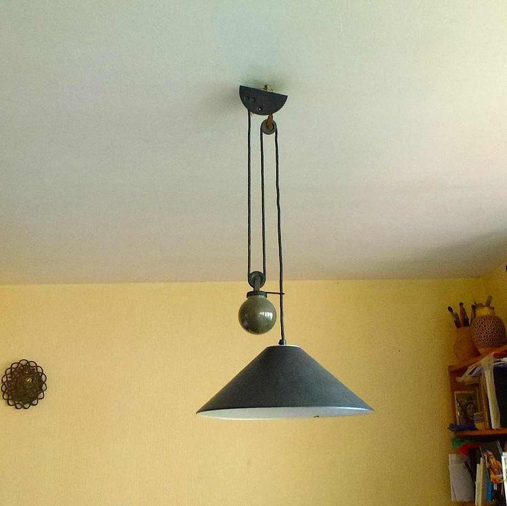 les 25 meilleures id es de la cat gorie lampes annees 70 sur pinterest accessoires de bureau. Black Bedroom Furniture Sets. Home Design Ideas