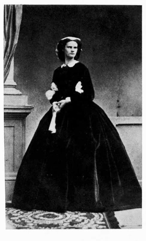 Duchess Helene Caroline Therese in Bavaria ('Nené', 1834-1890, verh. Heriditary princess of Thurn und Taxis). Married on 24 august 1858 in Possenhofen prince Maximilian Anton Lamoral von Thurn und Taxis (1831-1867, Son of Maximilian Karl von Thurn und Taxis). 4 children, Louisa (1 juni 1859 - 20 juni 1948), Elisabeth Marie (28 may 1860 - 7 februari 1881), Maximilian Maria Carl Joseph Gabriel Lamoral, 7th Prince of Thurn and Taxus (24 June 1862, Schloss Taxis, Dischingen, Kingdom of…