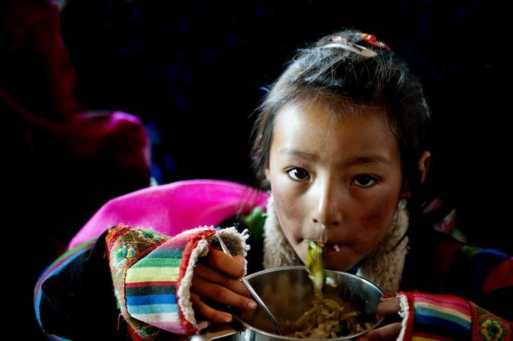 The schoolgirl of YaQu elementary schoolwhich is the highest elevation of the worlds school Tibetan national culture gallery
