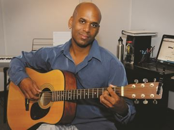 Barrie music school director pioneers own method - Damian Spaulding teaches music in Barrie and Midland.