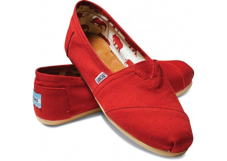 toms, in red.Perfect to add a pop of color and great for football games! Shoes Classic, Casual Shoes, Classic Canvas, Red Shoes, Tom Shoes, Canvas Suede, Red Tom, Canvases, Suede Red