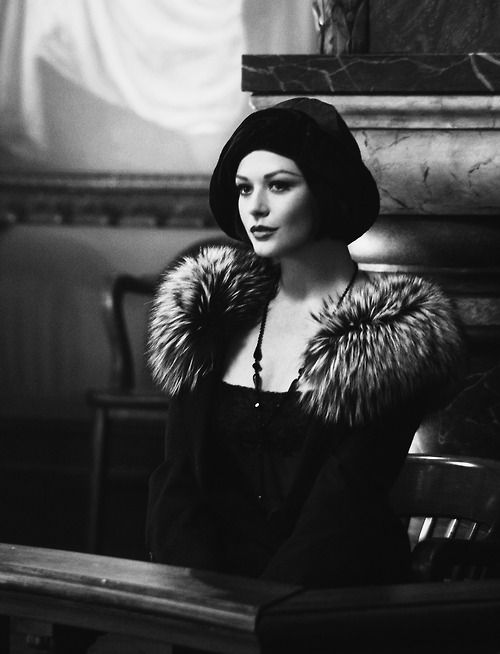 Catherine Zeta Jones. If ONLY I was as classy and stylish as this!!!