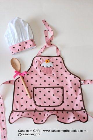 Kit Avental Infantil Menina Cupcake com Chapéu de Cozinheiro - Casa com Grife                                                                                                                                                      Más