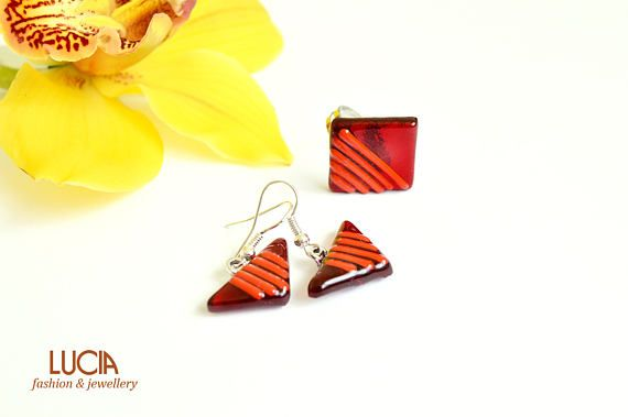 Check out this item in my Etsy shop https://www.etsy.com/listing/224788037/red-glass-jewelry-set