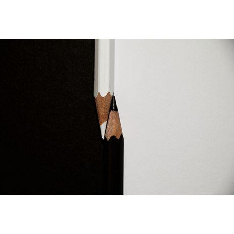 Obraz na płótnie - Czarno-białe kredki - dostępny w rozmiarach 150x100, 120x80, 90x60, 60x40, 40x26 cm #fedkolor #obraz #na #płótnie #ze #zdjęcia #obrazzezdjecia #obraznapłótnie #kredki #czarne #białe #czarnobiałe #blackwhite #kontrasty #oryginalne #unikatowe #ciekawe #sztuka #naścienne #ozdoby #dekoracje