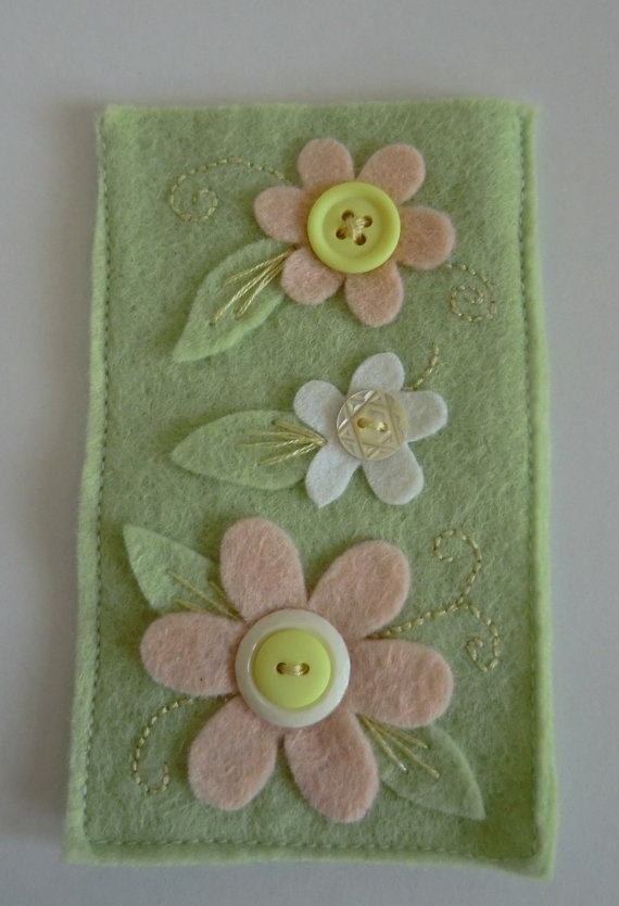 Pale green and pink felt flower vintage button by AmigurumiBarmy, £7.50