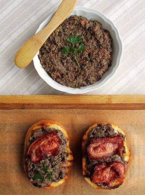 Chicken liver & bacon crostoni