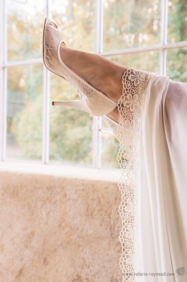 http://les-frangines.fr/  Shooting inspiration un mariage en automne, Robe de mariée et accessoires cheveux Les Frangines.    Credit photo:@valerieraynaud @elodieroumejon @histoiredange