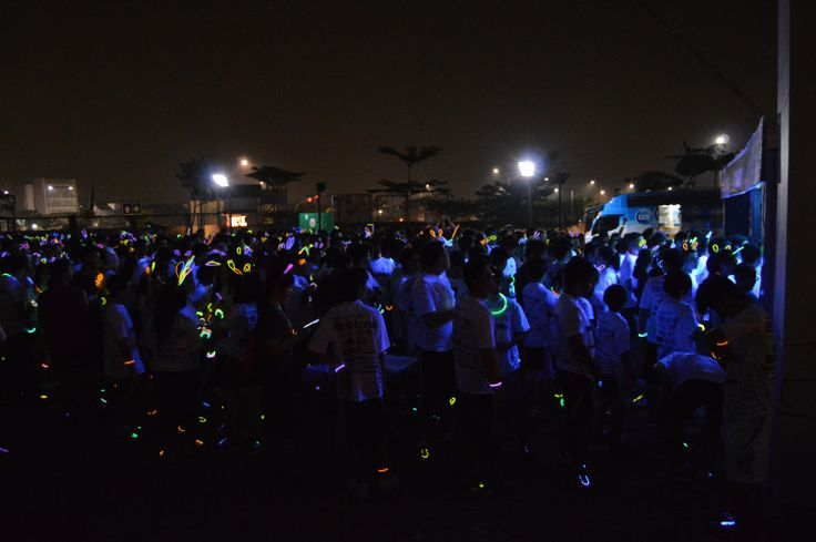 Glowing while running @Prasetiya Mulya Business School olympics 2014 #run5k #glow #glowrun #event #cool #glowinthedark #prasmul #event #running #olympics