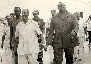 Siad Barre e o presidente do Uganda, Idi Amin  (talvez em 1972).