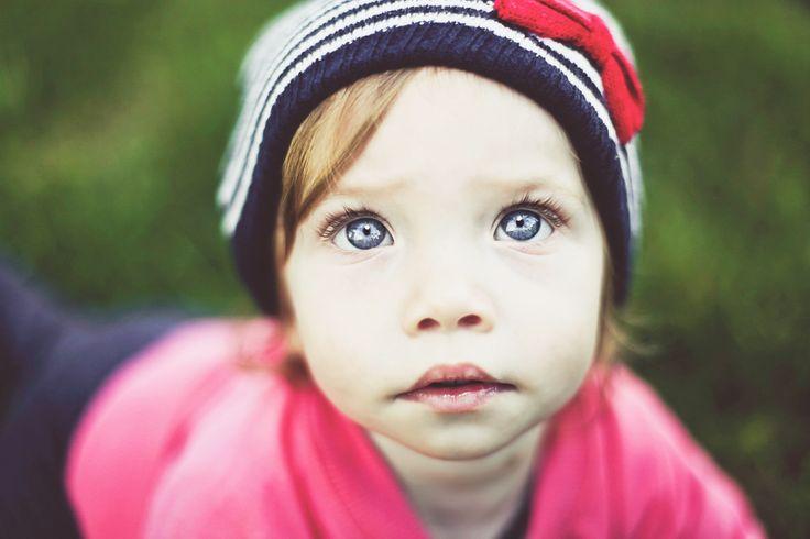Child outdoor portrait.  http://ivelinavelkova.com/