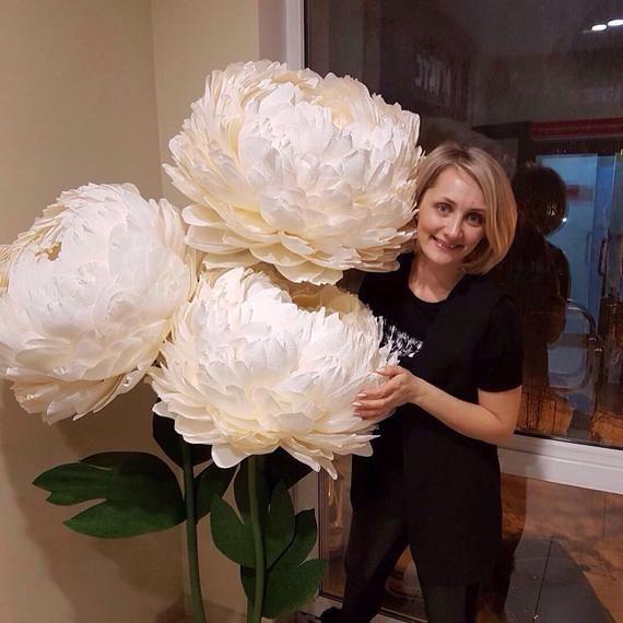 Duze Papierowe Kwiaty Gigantyczne Papierowe Kwiaty Papierowe Etsy Giant Paper Flowers Paper Flowers Wedding Large Paper Flowers
