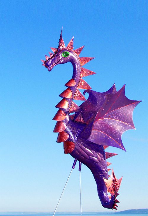 Up-cycled pink flamingo lawn ornaments turned into DRAGONS! Love!!                                                                                                                                                                                 Mehr