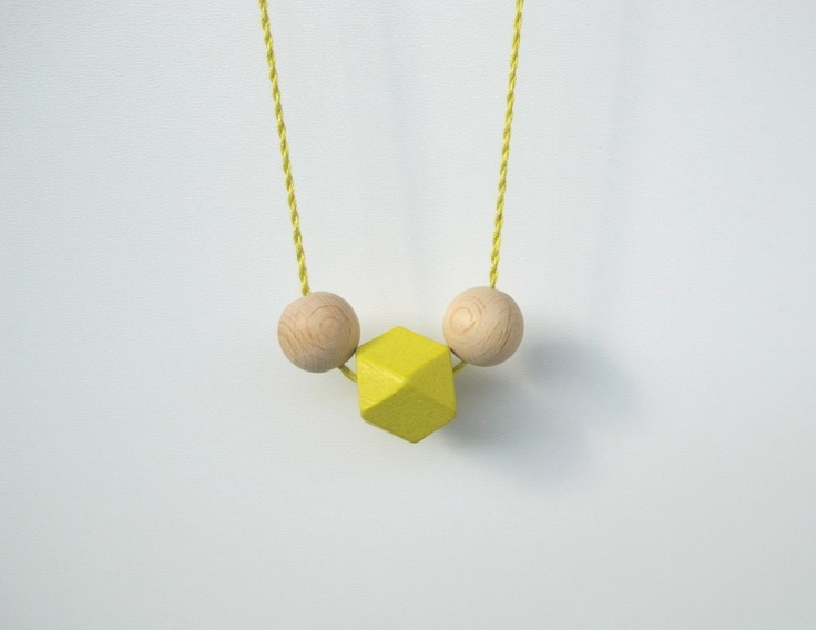 Neongelbe Holzperlenkette von StAnderswo: Neongelb Holzperlenkett, Neon Beads, Faceted Wooden, Wooden Neon, Geometric Jewellery, Beads Silk, Wooden Beads, Med Neon, Geometric Necklaces