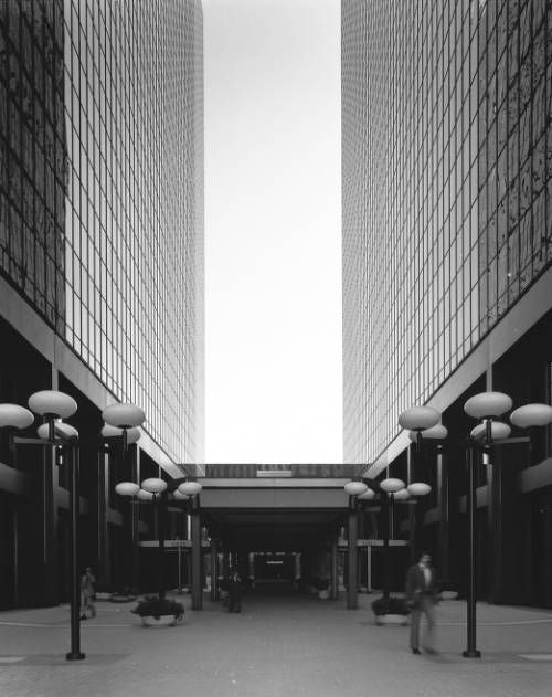 3550 Wilshire Office Building, Los Angeles, Calif., 1970. http://digitallibrary.usc.edu/cdm/ref/collection/p15799coll41/id/173