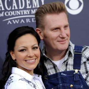Joey Martin Feek from the country duo Joey & Rory died Mar 4, 2016 at the age of 40 after a 9-month battle with cancer.