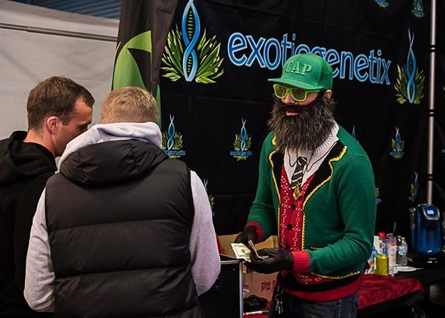Several hundred @theemeraldcup attendees lined up early last