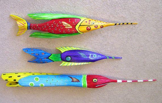 Τροπικά ψάρια Σκαλιστή από το Queen Palm Seed Pod πώλησης ήταν 50 τώρα 45 Πάνω από 3 πόδια μήκος ανοιχτό μπλε με κόκκινη Επικεφαλής