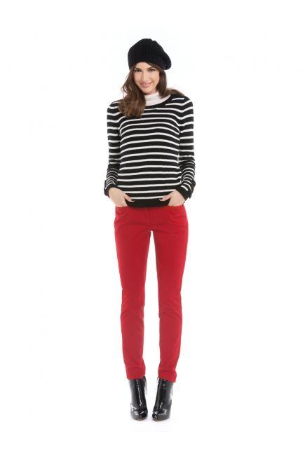 Red pants & striped sweater / Pantalon étroit 5 poches et chandail à rayures http://www.jacob.ca/look-515