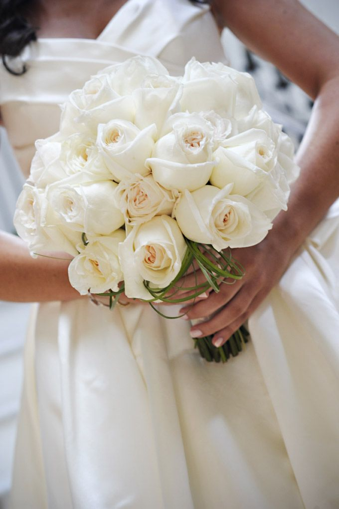 White wedding roses  # white wedding ... Wedding ideas for brides, grooms, parents & planners ... https://itunes.apple.com/us/app/the-gold-wedding-planner/id498112599?ls=1=8 … plus how to organise an entire wedding ♥ The Gold Wedding Planner iPhone App ♥