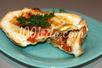 Горячие бутерброды с печеным перцем и брынзой